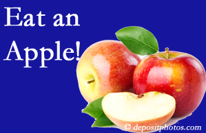 Ashburn chiropractic care encourages healthy diets full of fruits and veggies, so enjoy an apple the apple season!